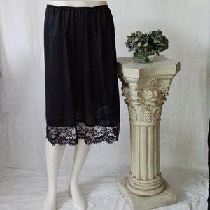 Vassarette black lace trim half slip size large